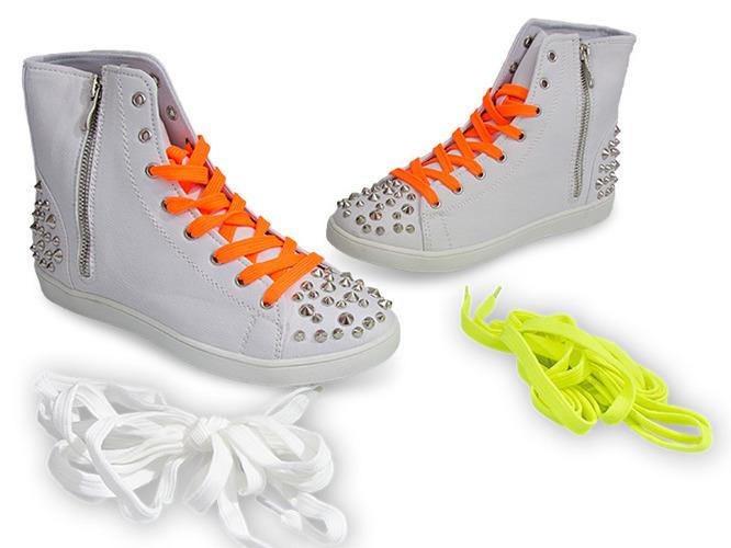 Białe sneakersy na platformie Serena